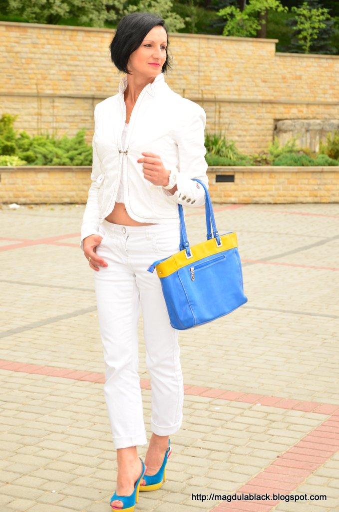 Moda na biało. White total look z domieszką  koloru :)