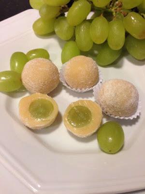 Brigadeiro branco com uva