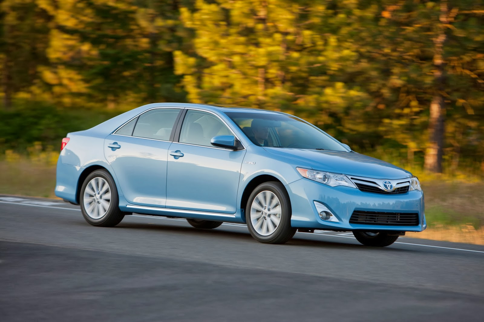 How To Almost Double Your Gas Mileage In A Toyota Camry XLE (Hint: Buy The  Hybrid)