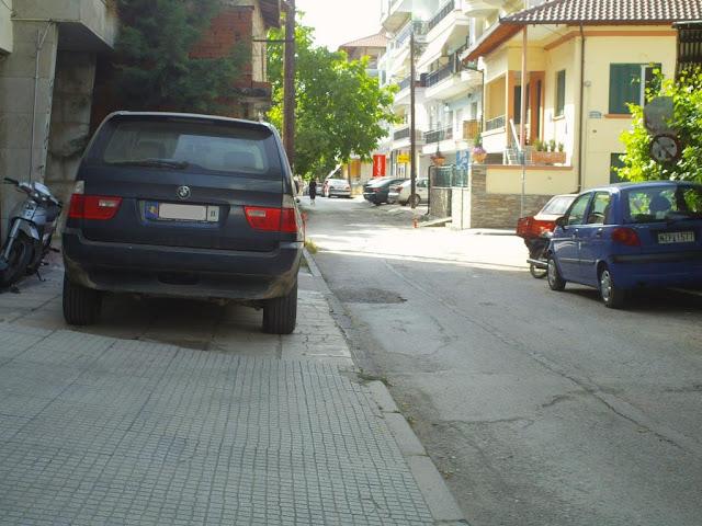 Parking «το πεζοδρόμιο»