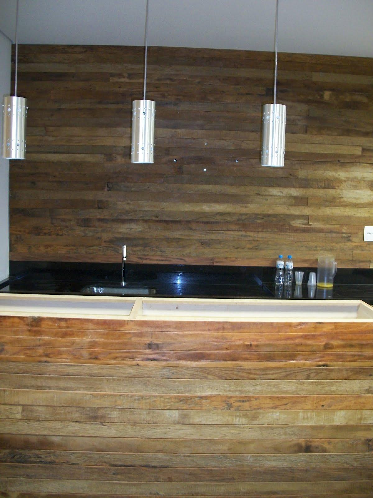 gabinete com painel superior fabricado em madeira de demolição para #91683A 1200x1600