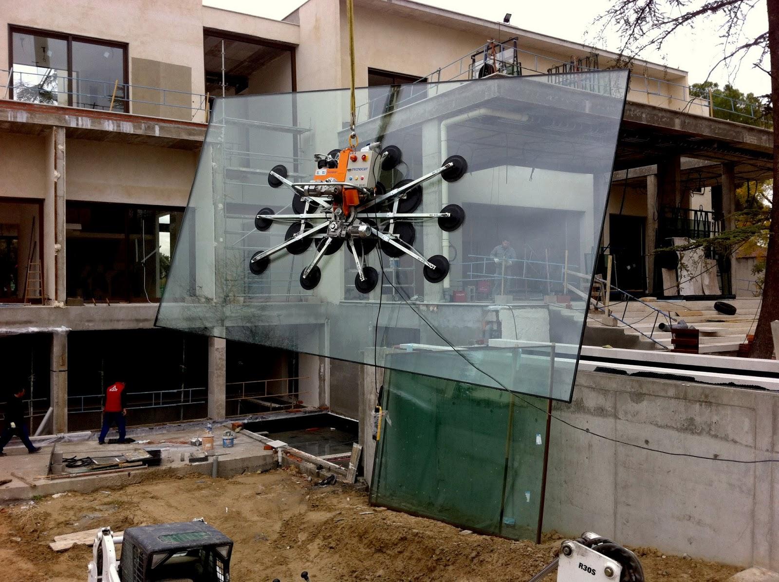 Un mundo de cristal instalacion de vidrios grandes for Ventosas para cristales