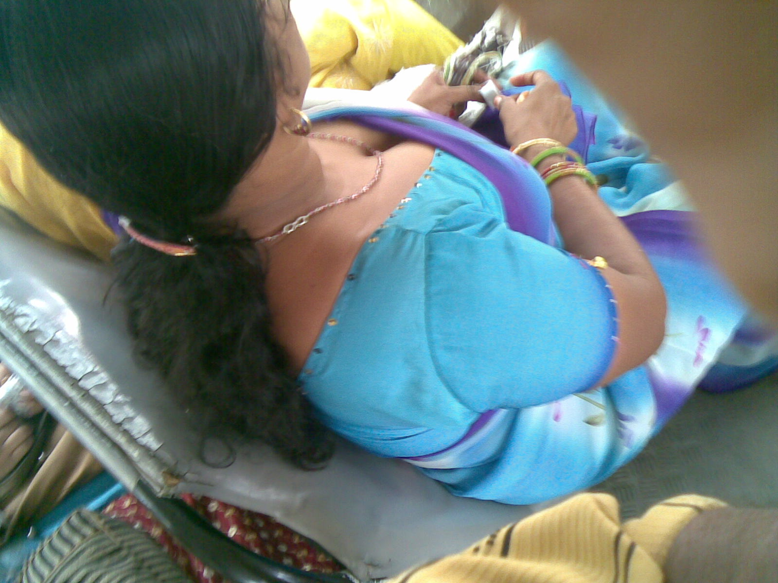 Telugu palleturi aunty back side photos girl taking