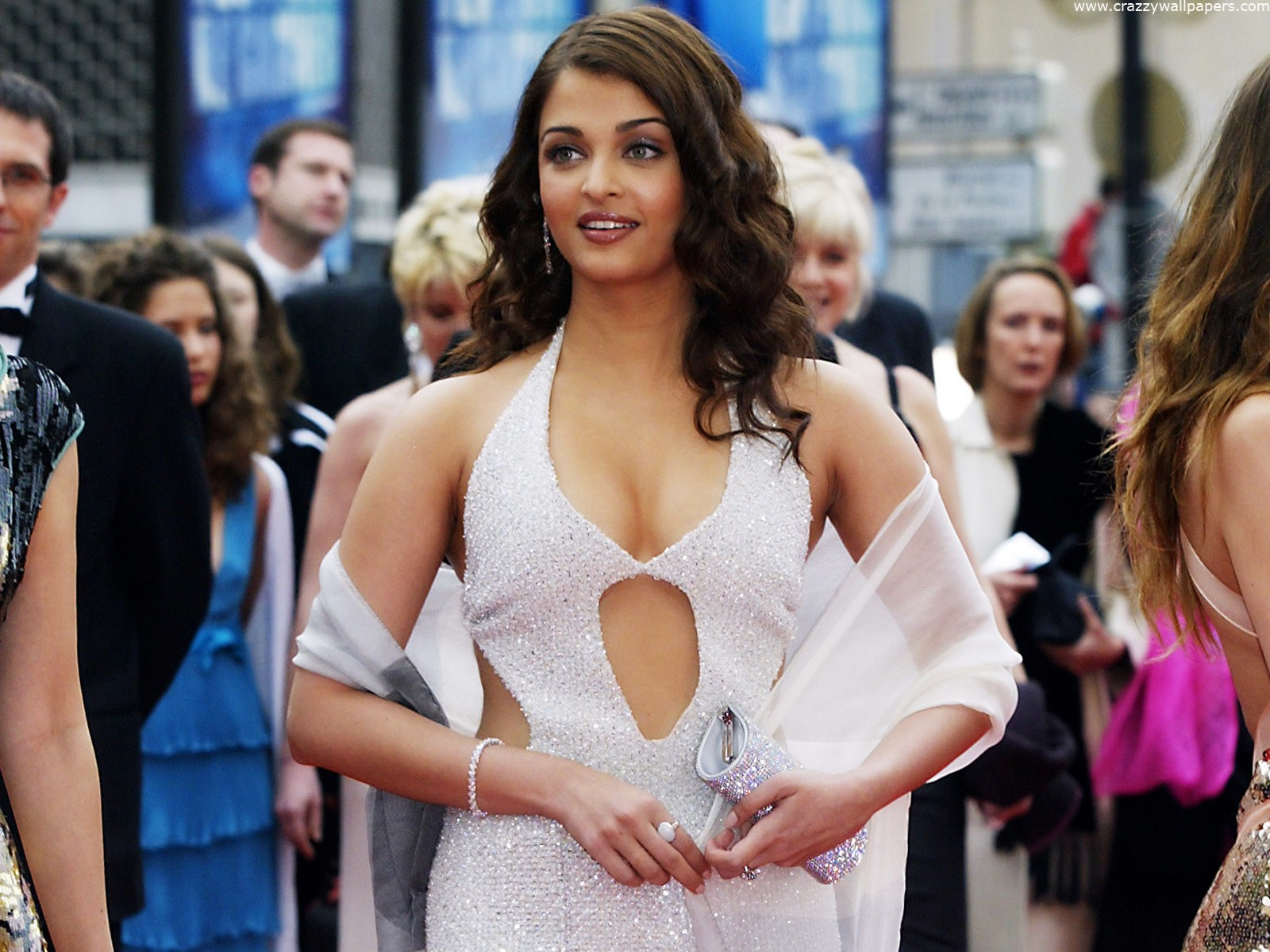 aishwarya rai sexy boob cleavage 03
