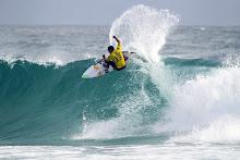 20 de Junho - Surf nas ondas da Ilha do Dragão