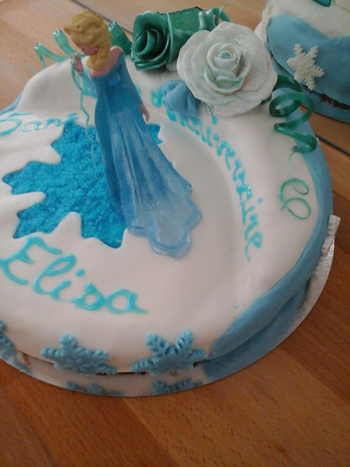 gateau reine des neiges, pâte à sucre, sucre bleu, rose givrée, sucre tiré