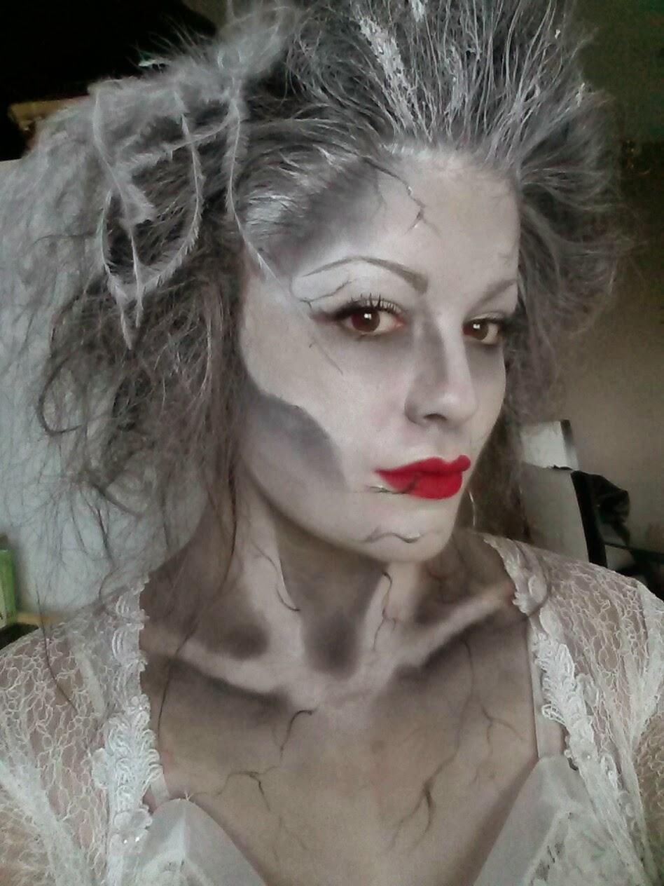 Ghostly Halloween Make-up