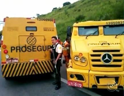 Apesar do acidente, um dos vigilantes teve que permanecer de guarda. Foto: Reprodução/TV TEM