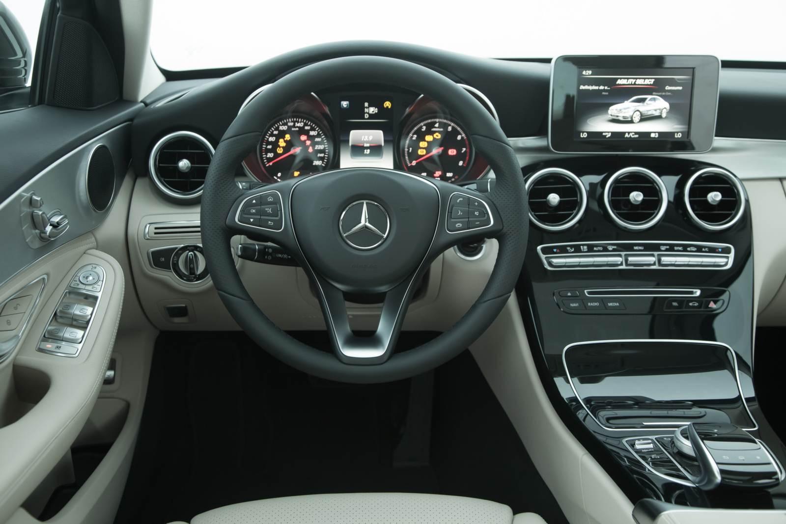 Recall para Mercedes-Benz C200