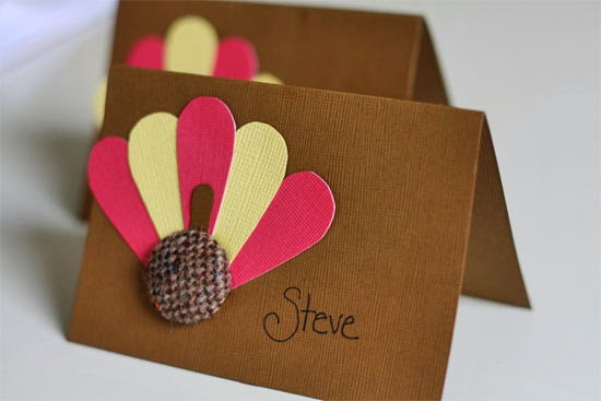 http://factorydirectcraft.com/factorydirectcraft_blog/burlap-button-turkey-placecards/