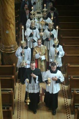 Santa missa - Procissões de Entrada/Saída