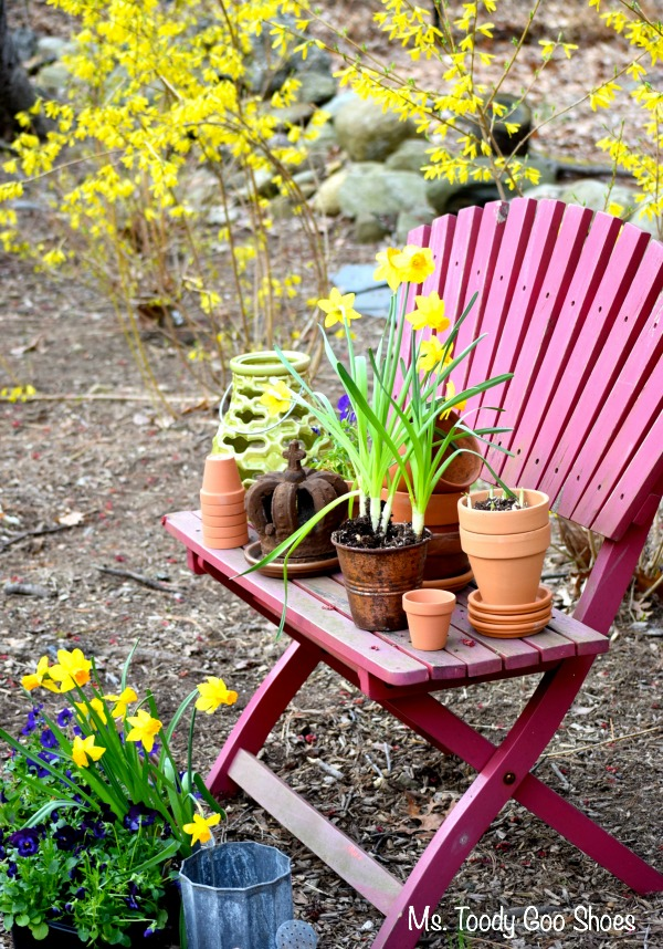 Spring Garden Nook: A colorful bench, clay pots, a few decorative items, and spring flowers create a pretty nook in the backyard | Ms Toody Goo Shoes