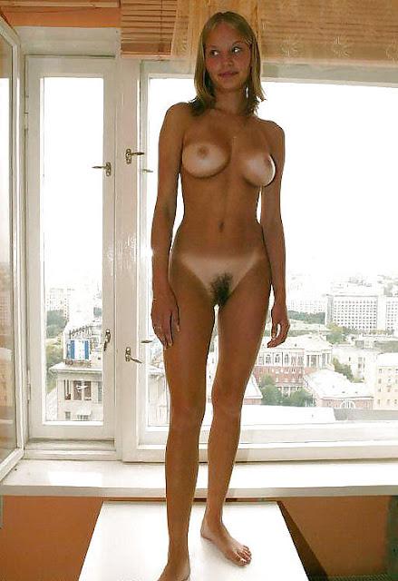 FotosNua.Com novinha com marquinha de biquini pelada
