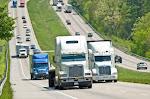 POLICIA FEDERAL Arrestan a sujetos por robo de camiones