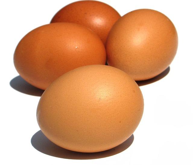 Menganalisa berat telur ayam untuk merespon kesehatan ayam petelur