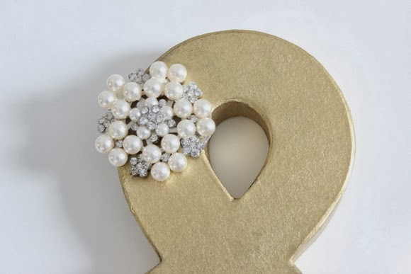This personalize ampersand with a pearl detail is one of a kind.