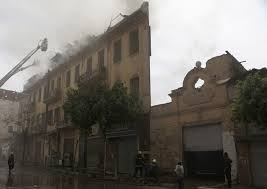 rusuhan agama dikaherah,bangunan dibakar