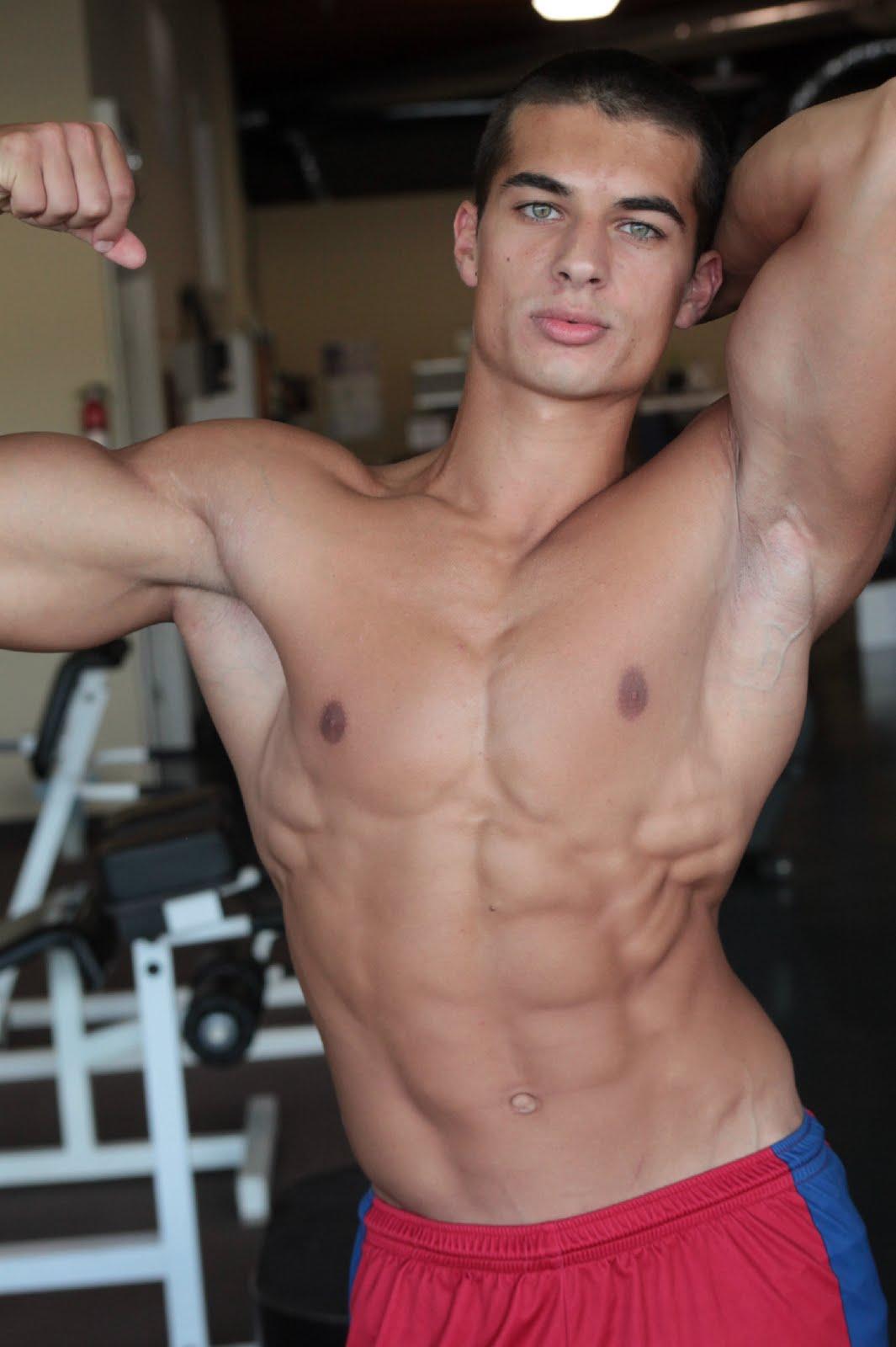 .: MuscleFlux :.: Colombian Junior Bodybuilder Daniel Roman
