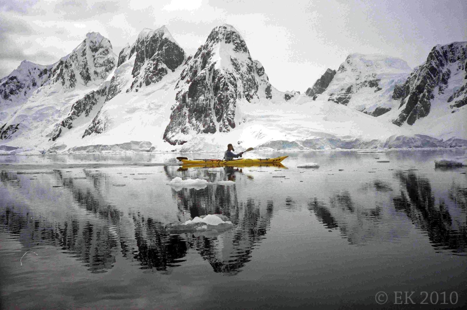 Arktik i Antarktik - Page 2 Antarctic+Kayaker+2