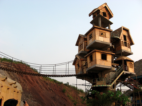 Tree houses world most amazing tree houses most for Most amazing houses