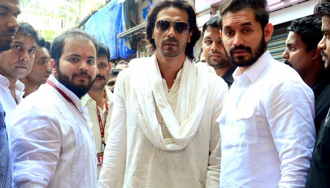 Arjun Rampal visits Lalbaug Cha Raja to take blessings for his next Hindi film 'Daddy'