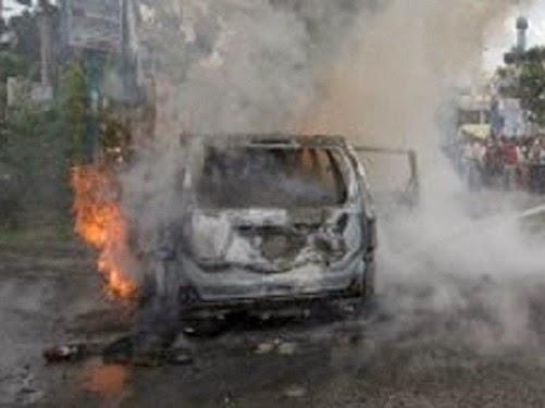 Ilustrasi mobil dibakar