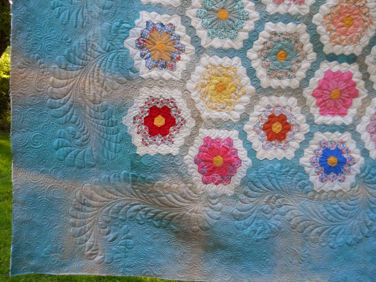 Cascade quilts grandmother 39 s flower garden hexagon quilt - Grandmother s flower garden quilt ...