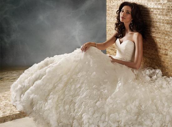 Свадебные платья 2012 имеют несколько