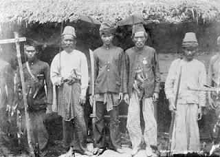 http://dayahguci.blogspot.com/2015/11/sejarah-perang-cumbok-di-aceh-pidie.html
