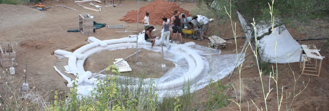 la tierra que sobr de la excavacin es muy arenosa con muy poca arcilla y limos mezclndola con la proporcin adecuada de cal conseguimos buenos