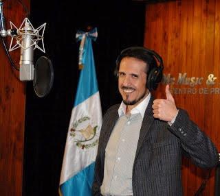 Nelson Leal en el estudio de grabación (2010)