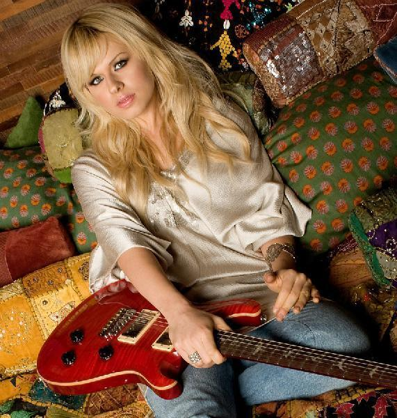 Celebrity Photo Bazer: Orianthi - 85.1KB
