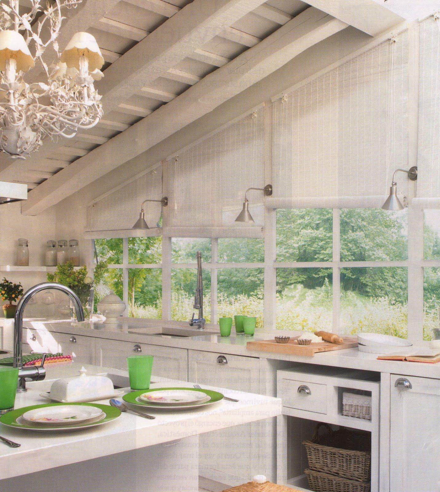 Un cocina blanca a white kitchen desde my ventana for Cocinas tradicionales blancas