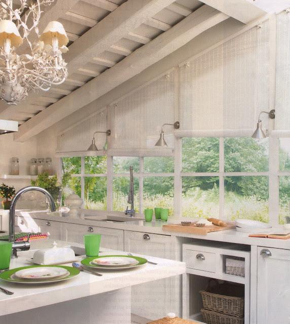 Un cocina blanca a white kitchen desde my ventana blog de decoraci n - Cocinas tradicionales blancas ...