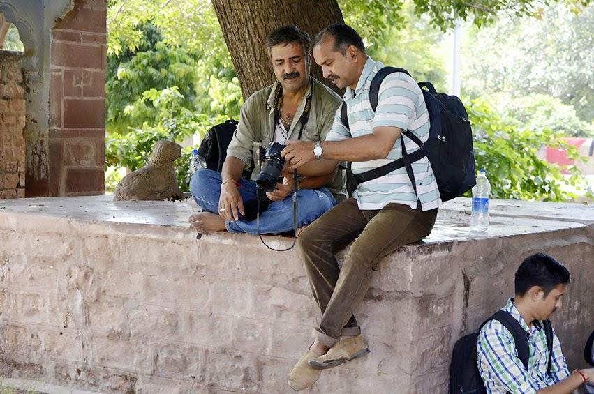 Photographers talking