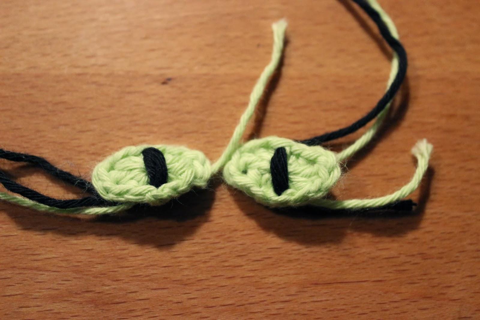 how to make magic circle with black yarn