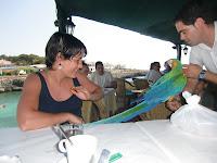 En el restaurante con el papagayo