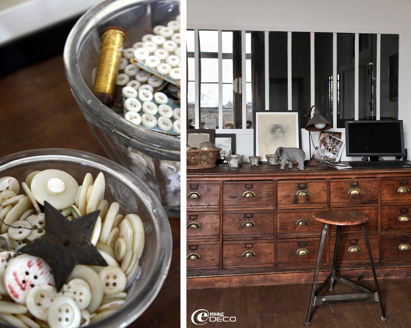 Sur un meuble de grainetier, de vieux boutons de nacre stockés dans des pots de confiture du XIXème siècle