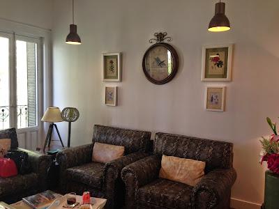 Salón donde te puedes tomar algo mientras esperas a tus amigas en I´m Pretty - Foto: Amaya Barriuso