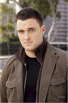 actores de tv Owain Yeoman