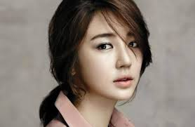 What is the height of Yoon Eun-hye?