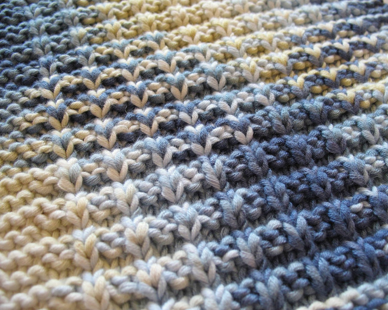 Knit Dishcloth Patterns Two Colors : eclectic me: waffle knit dischloth + more gartering....