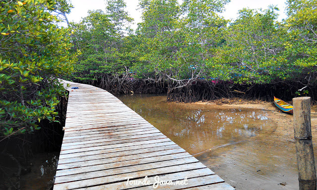 jembatan pantai tiga warna