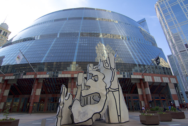 Monument with Standing Beast - Dubuffet, frente al Ayuntamiento de Chicago