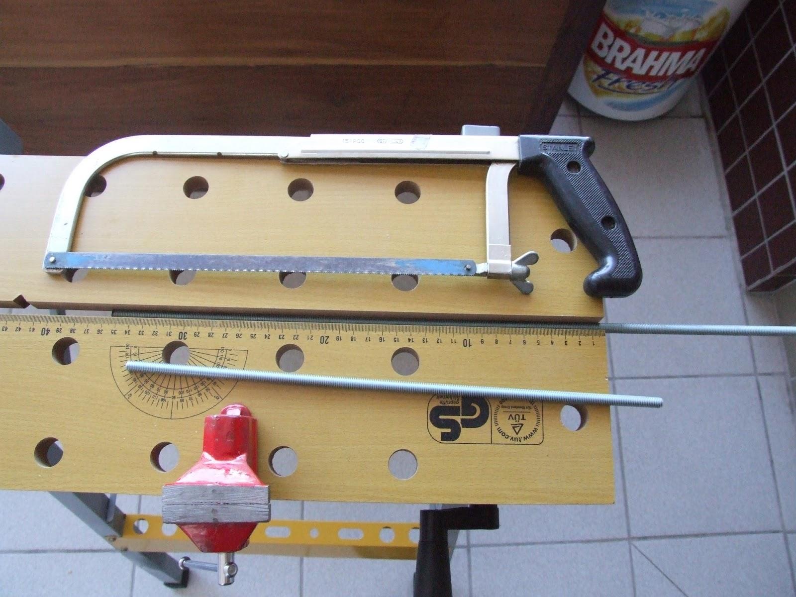 use uma morsa ou bancada para manter a barra fixa durante o corte #8B7640 1600x1200