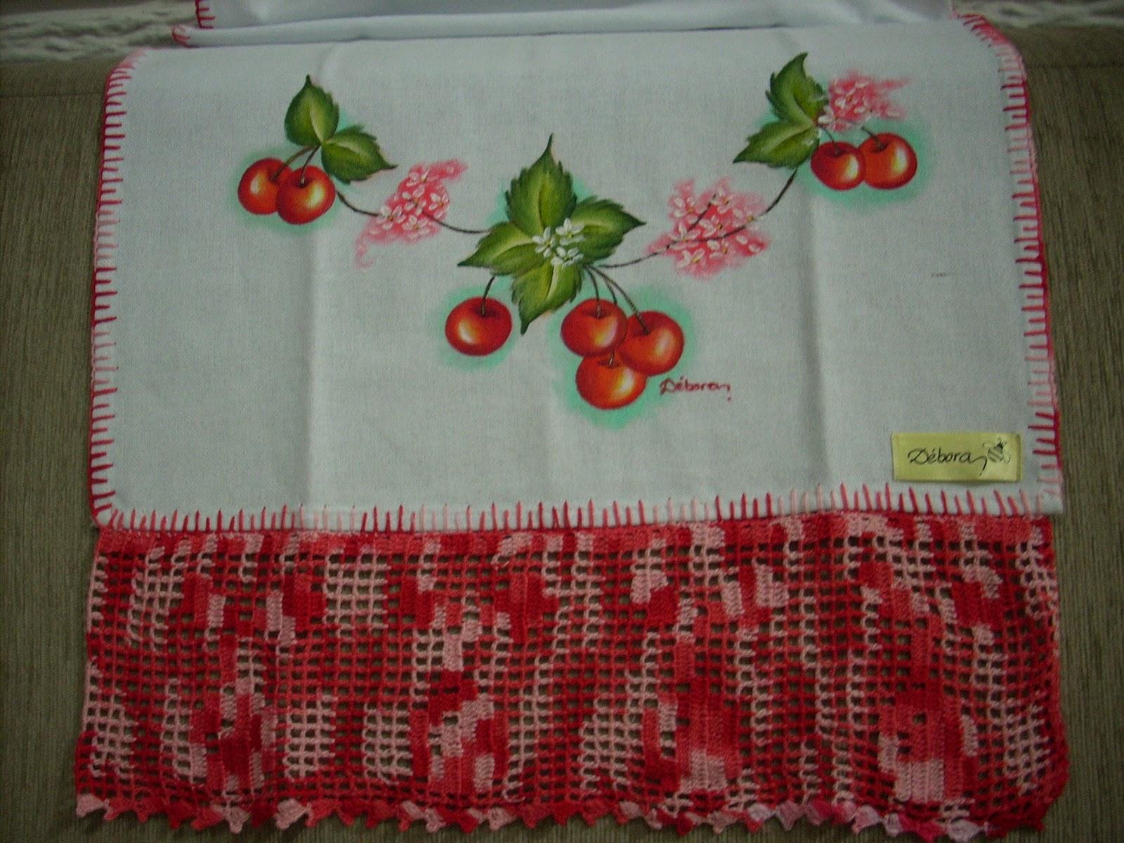 Pano de Prato pintado com cerejinhas combinando com o crochê, que
