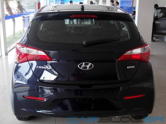 Hyundai HB-20 na cor Azul Ocean perolizada