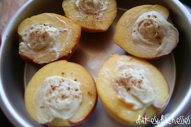 broiled cheesecake peaches