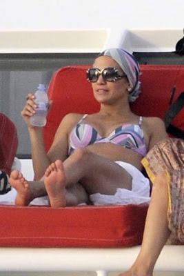 Jennifer Lopez Birthday Celebration with Bikini Photos !