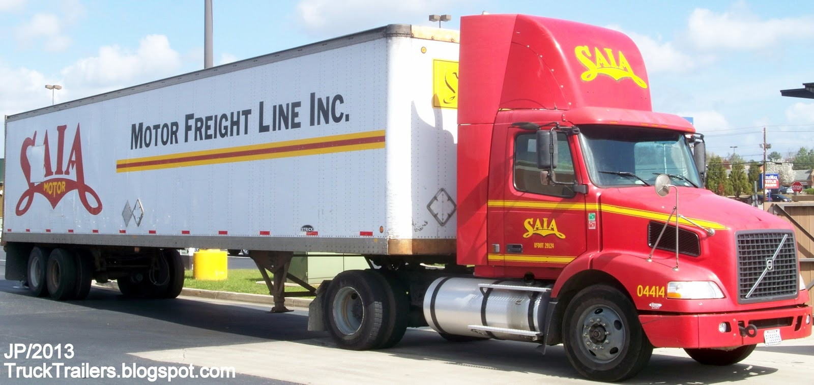 SAIA Motor Freight Line Inc. Johns Creek Georgia, Volvo Day Cab Truck, Strick Dry Van Trailer I-75 GA. SAIA LTL Trucking Company